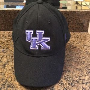 Nike Kentucky Wildcats cap.